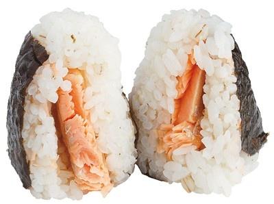 脂ののった大ぶりのハラミがどーんと入っている! 金芽米 鮭はらみ(170円/ファミリーマート)※7月26日(火)発売