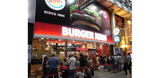7/21(木)ついに「バーガーキング なんばセンター街店」がオープン! オープン前には110人の行列が!