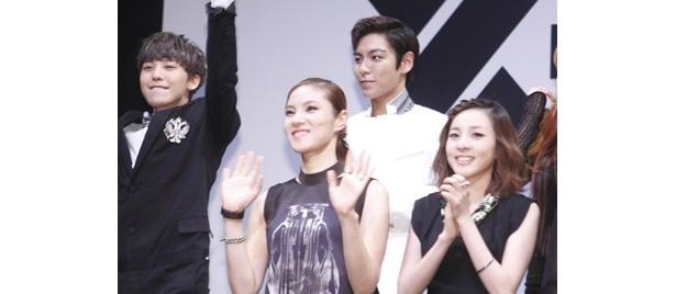 日本でYG FAMILYとして活動することについて聞かれると、「YGファミリーが一致団結できることは心強いです」BIGBANGのリーダー・G-DRAGON(写真左)
