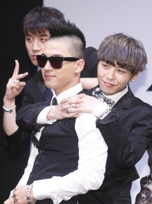 会見に登場したBIGBANGのメンバー