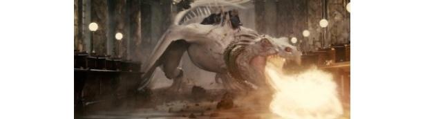 グリンゴッツの金庫を守るドラゴンを利用して脱出を図るハリーたち