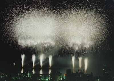 熱海海上花火大会(静岡)の「大空中ナイアガラ」