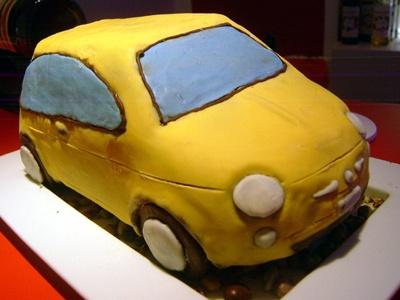 なんと重さ4kg! チョコレートでできたルパンの愛車「Fiat 500」