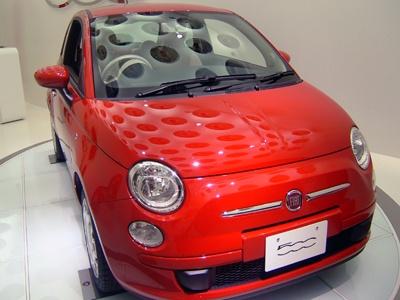 これが「Fiat 500」。昔の黄色い「Fiat 500」は「ルパン三世 カリオストロの城」でルパンが乗っていました