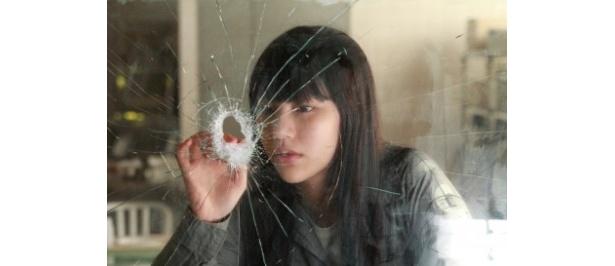 期待の新進女優、水沢エレナが高宮真沙美役に抜擢された