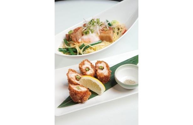 食べ物のメニューも人気! 鶏ささみ 明太チーズ揚げ(450円、手前)、島人ラフテー焼きラーメン(500円、奥)は大阪限定メニュー