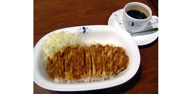 メイド喫茶で食べられる金沢名物「チャンピオンカレー」(900円)※コーヒー別売