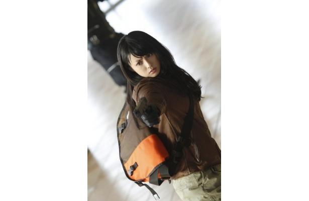 【写真】主人公の飛葉(瑛太)が出会う謎の美女・ユキを演じる深田恭子