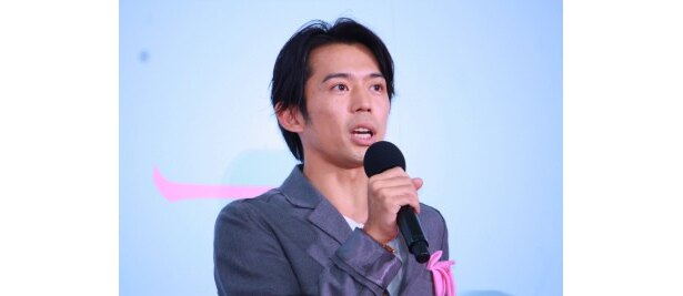 学士役の岡田義徳