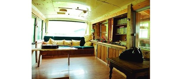 リビングでは、後部座席がソファーの代わりに!