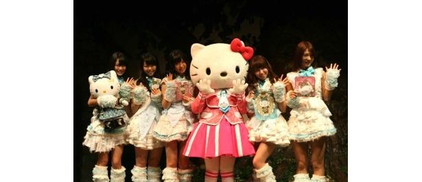 「AKB48 meets Hello Kitty」に登場した指原莉乃、高城亜樹、北原里英、峯岸みなみ、河西智美