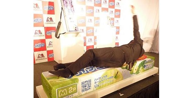 【画像を見る】渋谷すばるさんが「最高です!」と絶賛した特製巨大ハイチュウベッド