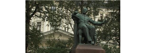 【写真】モスクワ音楽院前にあるチャイコフスキー像