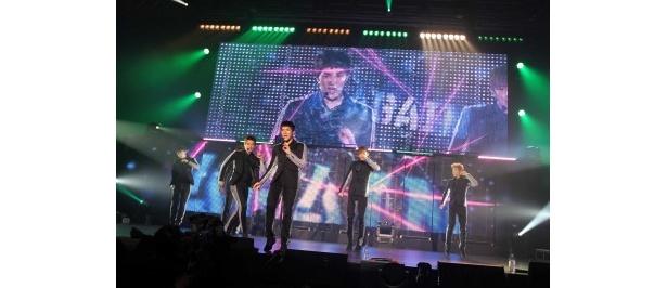 ライブで躍動感あふれるダンスとパフォーマンスを繰り広げて、観客を魅了した2PM