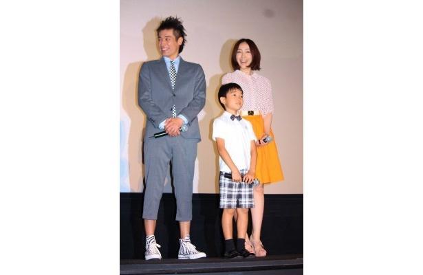 まるで本物の家族のようだった佐藤隆太、土師野隆之介、麻生久美子(写真左から)