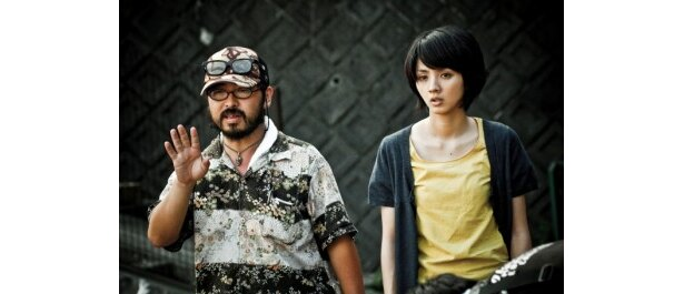 『ラビット・ホラー3D』の清水崇監督と主演を務めた満島ひかり