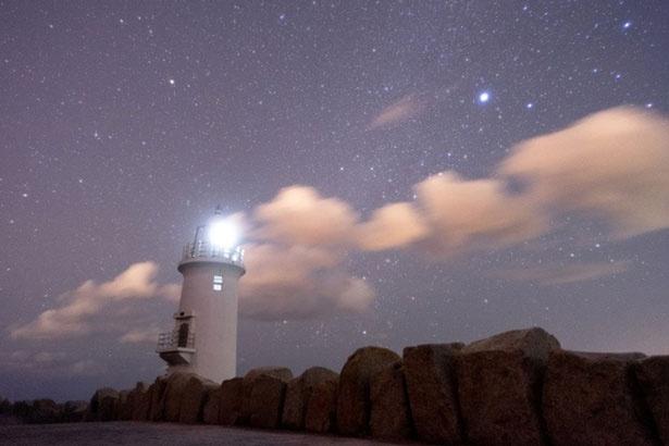 美しい灯台と星空が一望できる