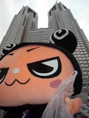 東京都庁の清掃にも参加したでやんす