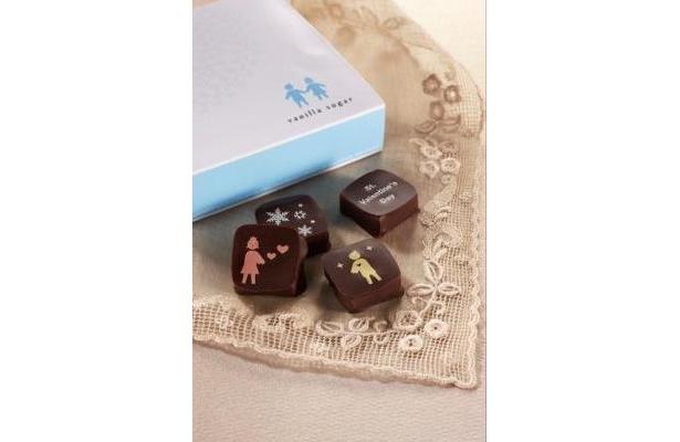 バニラシュガー「ショコラドール(SNOW)」4個入り¥1050。バニラ、キャラメル、紅茶、ラム酒のチョコを詰め合わせたバレンタイン限定デザイン