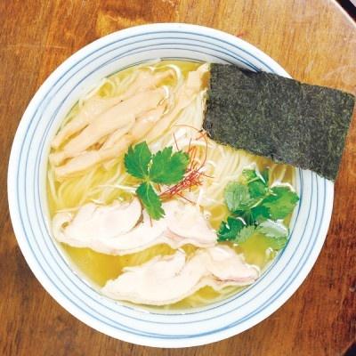 料亭などで使われることが多い日本伝統の調味料、白しょうゆ。はなび代表新山氏により、蔵元たちが驚く一杯が完成した。