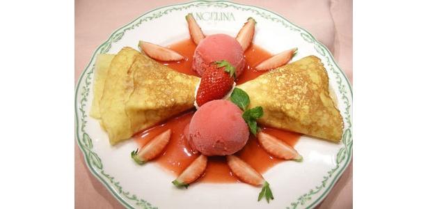 「国産いちごとマスカルポーネクリームのクレープ木苺ソルベ添え」¥840(3/31火まで)