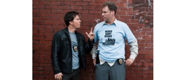 マーク・ウォールバーグ(左)は決して小さくないが、身長191cmのウィル・フェレルの横に立つと