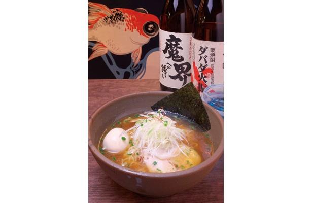 船橋駅より徒歩7分、激戦区にある「麺酒場でめきん」