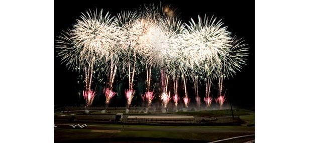 ツインリンクもてぎで夏の恒例となっている「花火の祭典」が標榜するのが「劇場型花火」