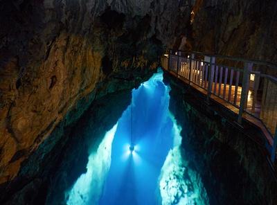 【写真】ブルーに輝く湖は必見!自然がつくる幻想的な世界を体感してみて