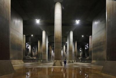 【写真】地下神殿のような壮厳な雰囲気