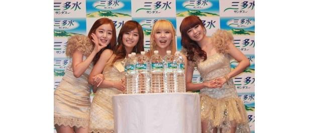 (写真左から)Secretのヒョソン、ジンガー、ジウン、ソナ