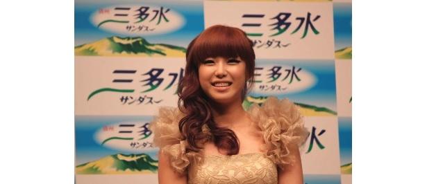 リーダーのヒョソンは終始笑顔で、日本デビューを心待ちにしている様子