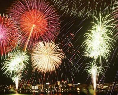 「がんばろう!日本」2011びわ湖大花火大会では、日本の四季をイメージした花火が打ち上げられる