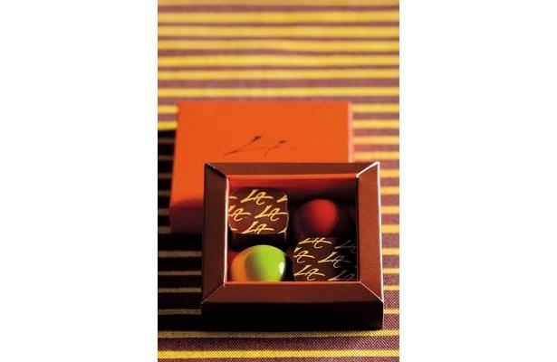 新作のドーム・アート2種も入った「ショコラの詰め合わせ」(4個入り、1470円)