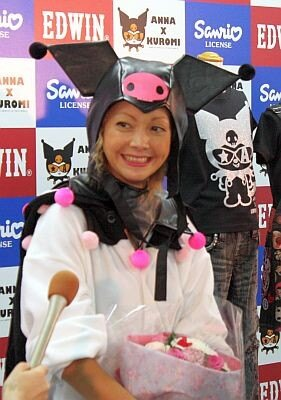 サンリオと子供服のコラボ商品を発表した土屋アンナさん