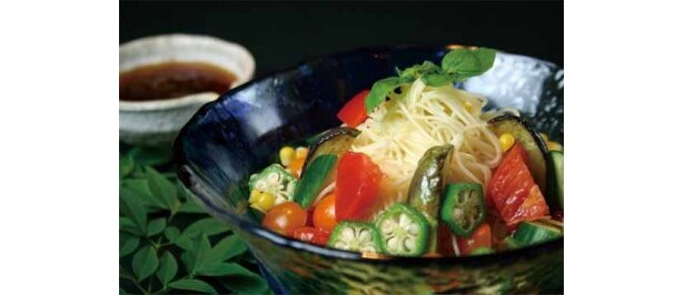 牛の心臓トマトとカラフル近江野菜の冷製パスタ(1500円・チャージお通し代込)が半額の750円に