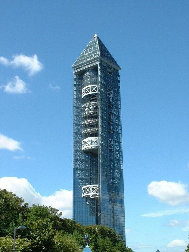 名古屋市制100周年を記念して、1989年に建てられた「東山スカイタワー」