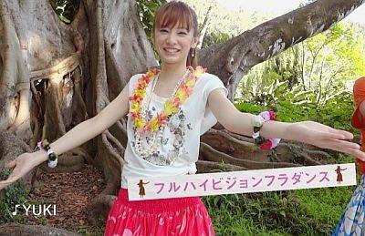 ハワイでキュートなフラダンス姿を披露する北川景子さん