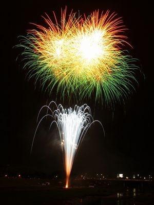 今年で60回を数える磐井川川開き花火大会。市街地で打ち上げられるので、音と光の競演を間近で楽しむことができる