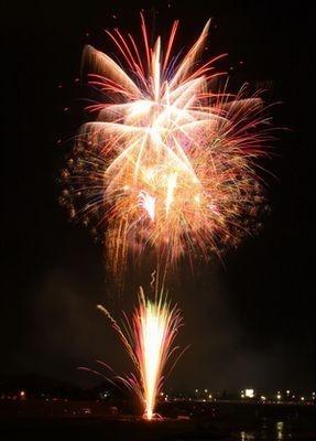 打ち上げられる1万発の花火全てがスターマインという構成も見どころの一つ