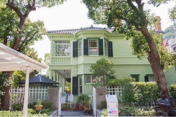 【写真】外壁の美しい色が目を引く「萌黄の館」