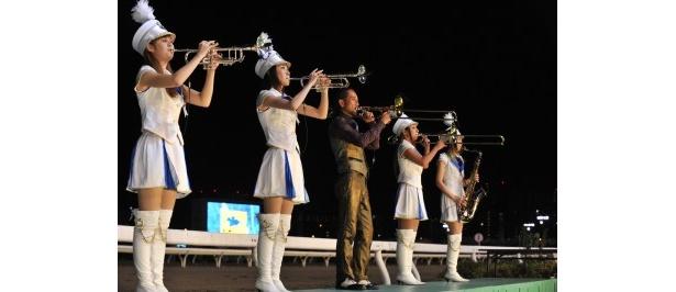 作曲を手掛けたファンファーレを生演奏する北原氏(写真左から3番目)