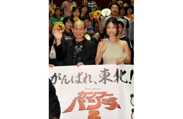 MOVIX仙台で行われた舞台挨拶に山口達也と共に登壇した笹野高史とMEGUMI