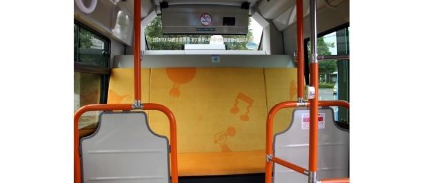 小型シャトルバスの内装を公開