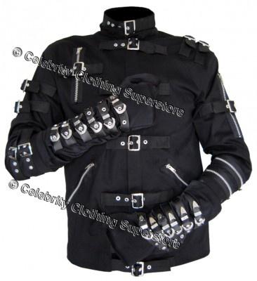 両腕部分の6連レザーバックルが特徴的なジャケット