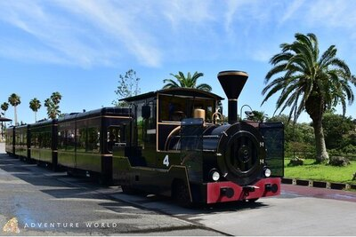 サファリワールドをゆっくり一周する列車タイプの専用車