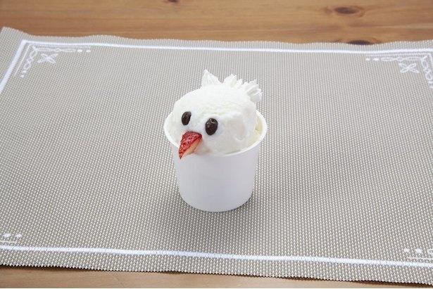 カグーをモチーフにしたミルク味の「カグージェラート」(税込500円)。地元企業・タカナシ乳業のジェラートアイスを使用