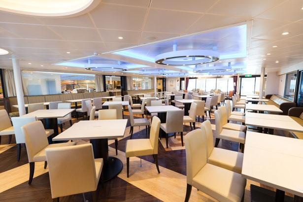 船内レストランの様子