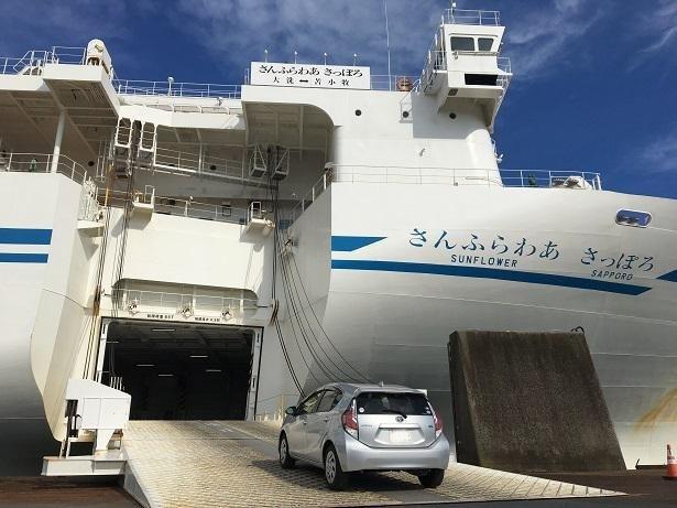 ドライバーも検温、感染症所見のチェックを行ってから、クルマで乗船