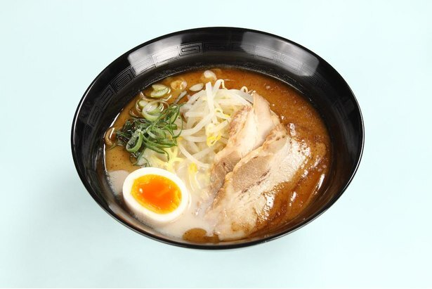 麺やスープにこだわった自慢「熊本ラーメン」(800円)。ドリンクセットは1000円※すべて税込